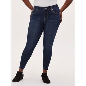 🆕 Torrid Premium Stretch Bombshell Skinny Jean 14